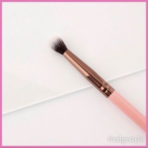 LUXIE 231 SMALL TAPERED BLENDING BRUSH - ROSE GOLD